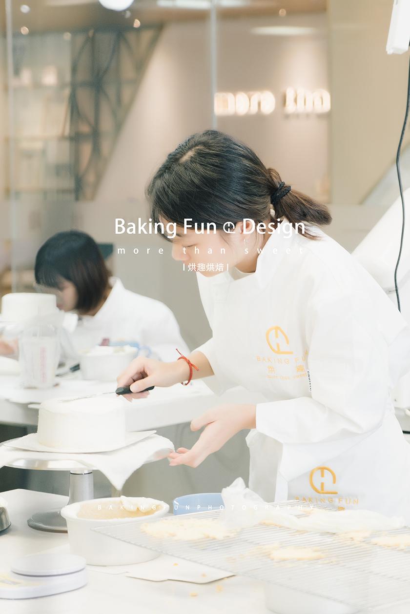 想学做蛋糕,当学徒好还是去培训学校好?