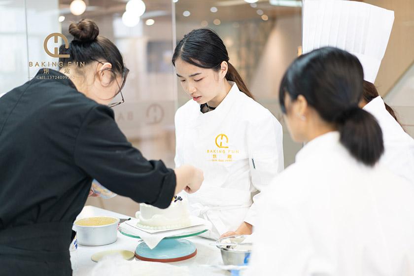 广州正规的蛋糕烘焙学校有