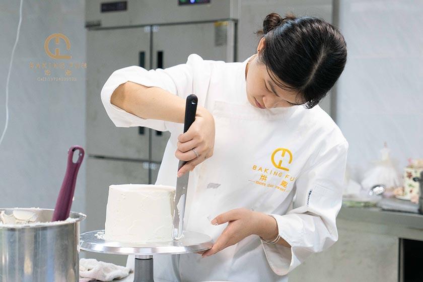专业蛋糕老师手把手教你如何学做蛋糕